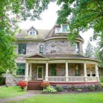 Bella's Castle Bed and Breakfast in Morden