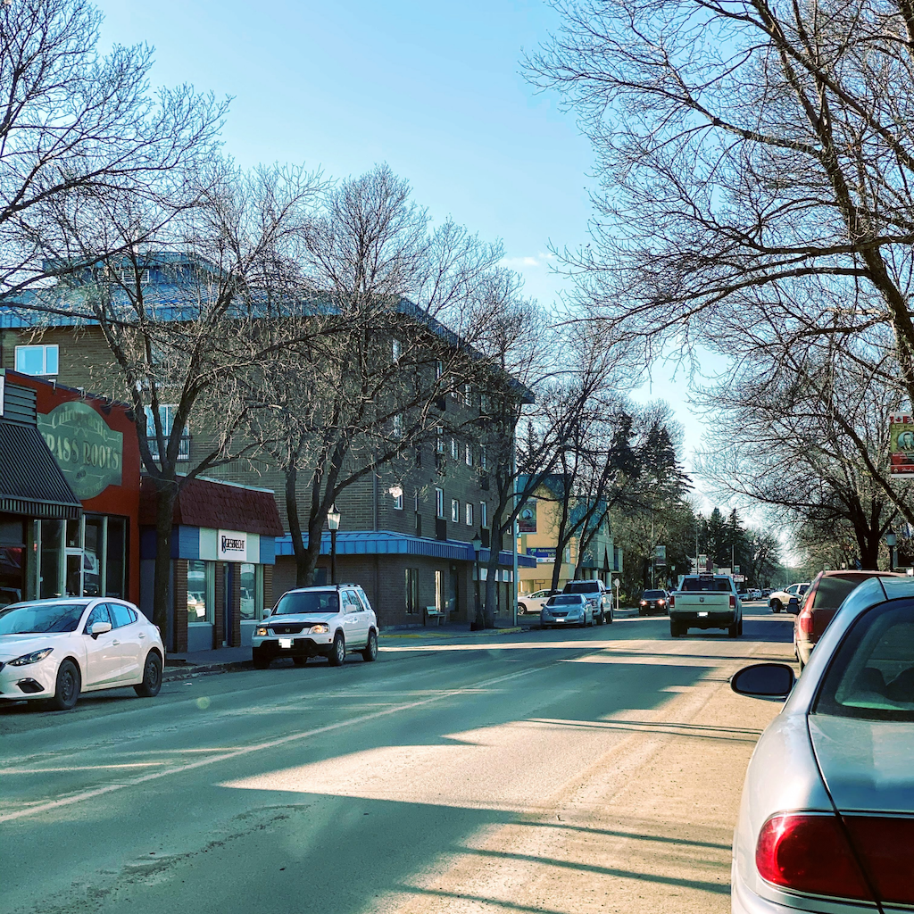 7 Reasons to Move to a Small City